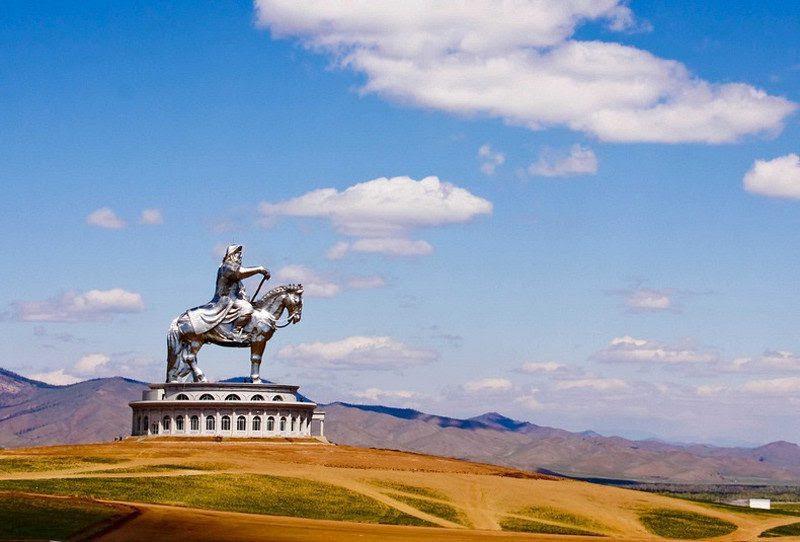 Genghis Kahn<br>                                                          statue