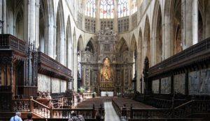 France: Muslim desecrates church, writes Qur'an verses on its walls