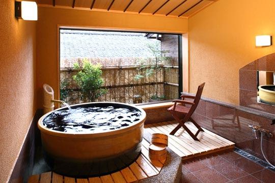 2位 「城崎温泉 喜楽」 陶器の貸切風呂「月」