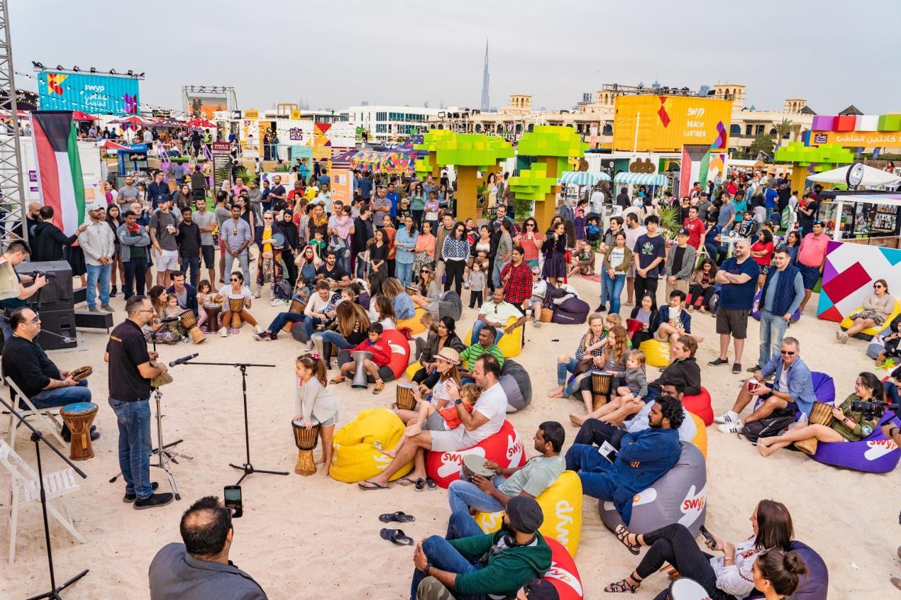 DFF 2019-Crowd-Beach Canteen