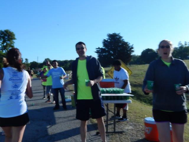 2014 White Rock N Roll 5-Mile & 10-Mile Signature Race, volunteers at aid station