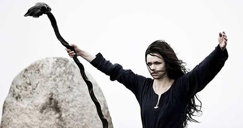 Antiguos vestigios vikingos: La magia enterrada en la tumba de una mujer vikinga
