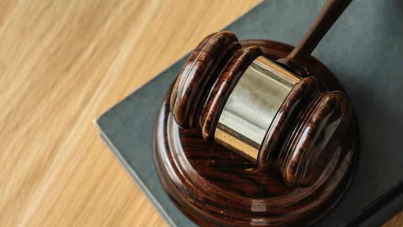 Condenan a una mujer a devolver a su exnovio los pagos que realizó durante su relación