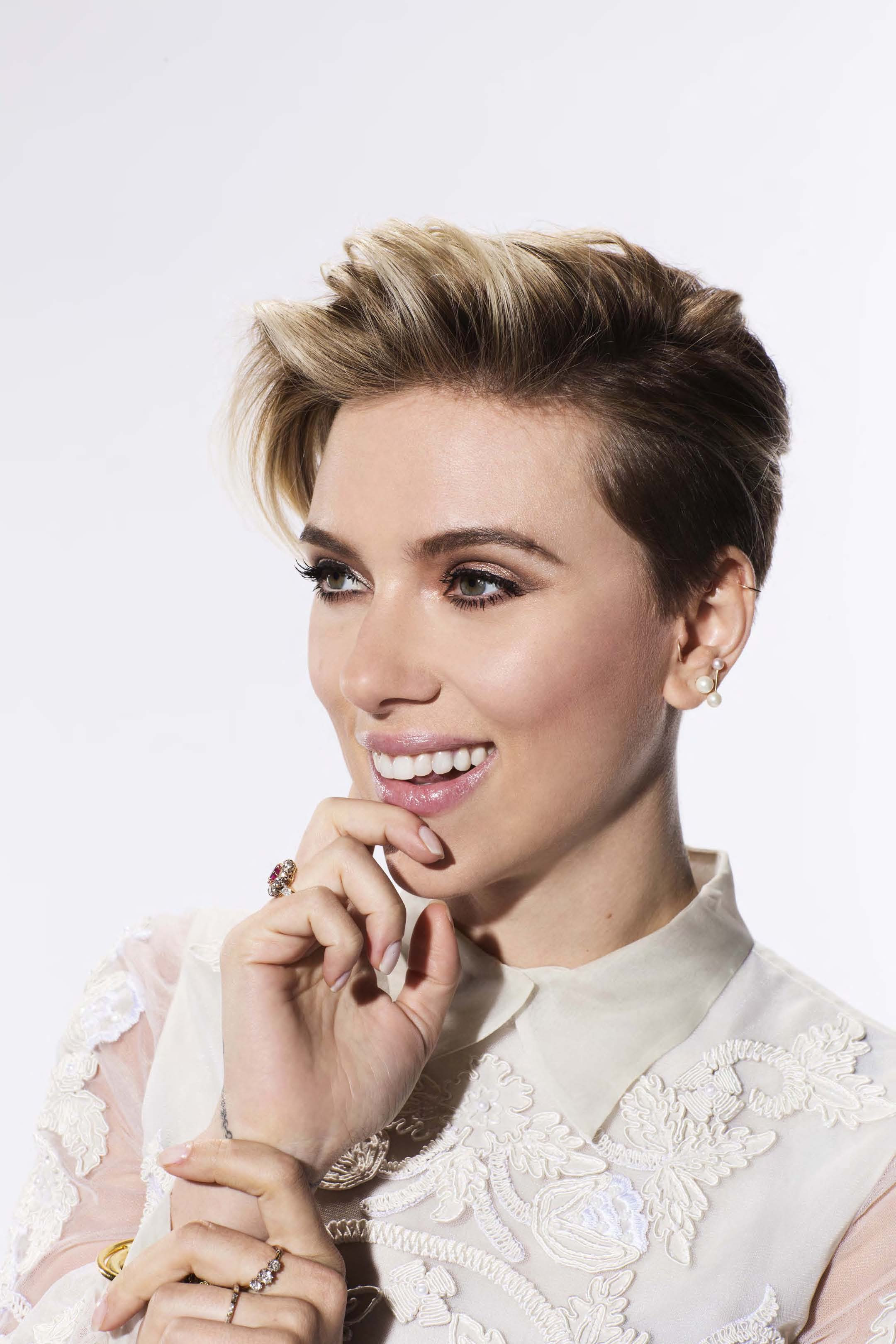 "Scarlett Johansson to Receive 2016 Renaissance Award June 30, 2016 From Gene Siskel Film Center 2 The Gene Siskel Film Center (GSFC) of the School of the Art Institute of Chicago (SAIC) will celebrate one of Hollywood's most talented young actresses when it honors Tony and BAFTA winner and four-time Golden Globe nominee Scarlett Johansson, Thursday, June 30, 2016*, at The Ritz-Carlton Chicago (160 E. Pearson St.). ""Celebrate Scarlett"" will pay tribute to Johansson's accomplishments as an actor as well as give attendees the opportunity to hear an intimate conversation, led by Chicago Sun Times and FOX News Chicago Film Critic Richard Roeper, providing insights into her creative process and influences, favorite roles, upcoming projects and more. A retrospective of film clips from some of her most memorable performances will accompany the conversation highlighting her illustrious career. The evening will culminate with the presentation of the Gene Siskel Film Center Renaissance Award to Johansson by SAIC President Dr. Walter E. Massey and GSFC Advisory Board Chair Ellen Sandor."