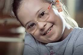 garota com síndrome de down