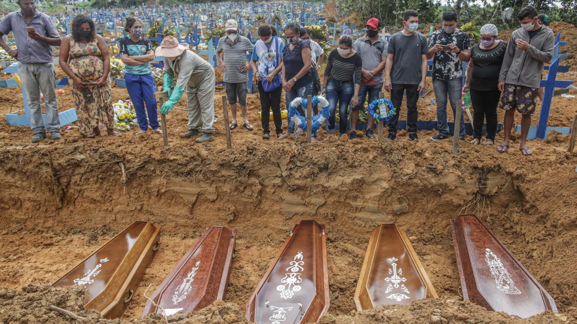 Média móvel de mortes por Covid no Brasil é a mais alta pelo 11º dia