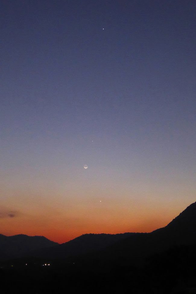 Here's a glorious shot of all 3 planets after sunset, with the moon. Jupiter is highest in the sky, Venus is lowest, with Mercury in between. Photo by Peter Lowenstein in Mutare, Zimbabwe. Thanks, Peter!