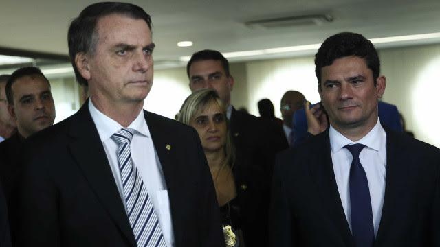 Bolsonaro muda plano de Moro e exalta nova gestão da PRF
