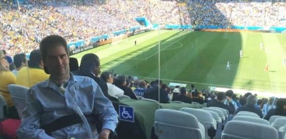 Ricky Ribeiro, completamente paralisado pela Esclerose Lateral Amiotrófica realiza sonho e vai ao estádio Itaquerão ver Argentina e Suíça