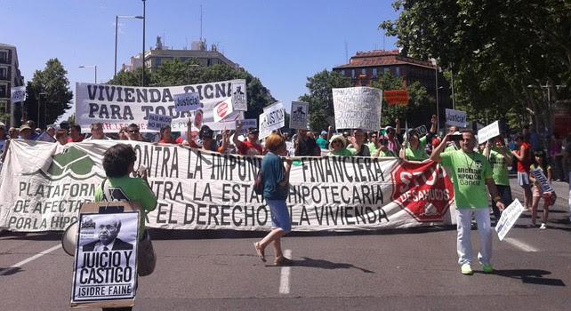 Cabeza de la manifestación de la PAH contra la impunidad financiera.