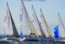 J/105 sailboats- rounding mark