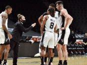 Analistas consideran que Hammon pudiera convertirse en la primera mujer nombrada entrenadora principal de un equipo de la NBA.