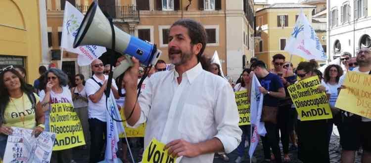 COMUNICATO STAMPA - Flash mob #IoEsisto, docenti precari in piazza a Roma
