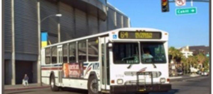 Lão già cùng chuyến xe buýt trong thành phố San Jose