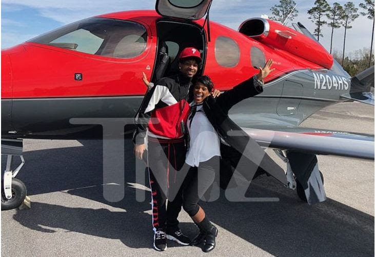 21 Savage spotted with his mum about to board a private jet back home [TMZ]