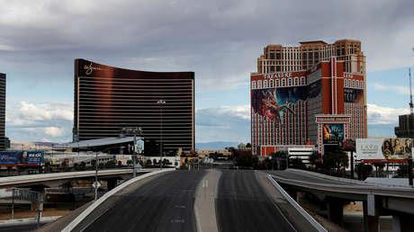"""Las Vegas se convierte en una """"ciudad fantasma"""" tras el recorte de miles de trabajadores de casinos por el covid-19"""