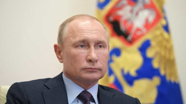 Putin tenta estimular vacinação, mas faz segredo sobre dose que recebeu