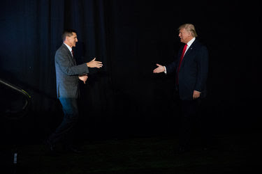 Lt. Gen. Michael T. Flynn, left, introduced Donald J. Trump at a campaign event in New Hampshire on Sept. 29.