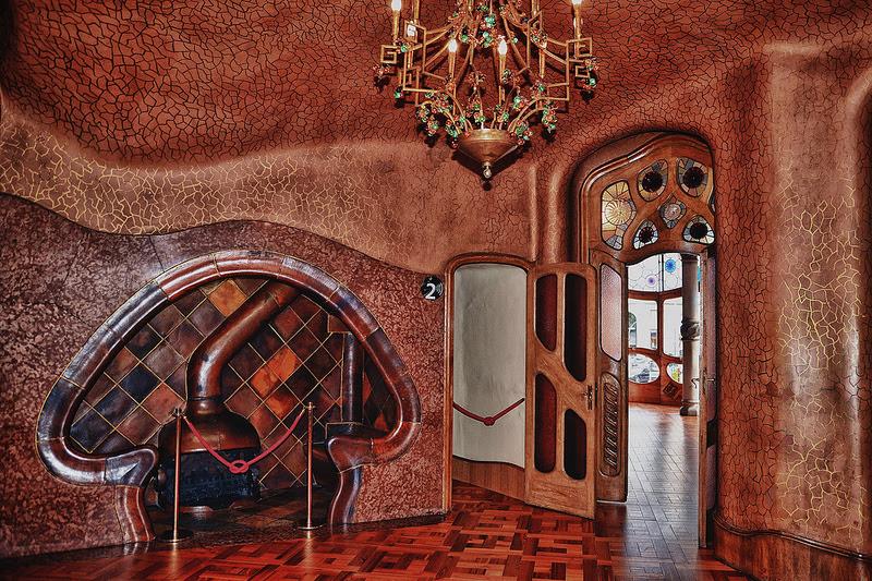 http://14daystrip.ru/wp-content/uploads/2014/05/14-Dom-Balo-v-Barselone.-Interer.-Tvorenie-Gaudi.jpg