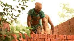 bricks-166919_1920aem.jpg