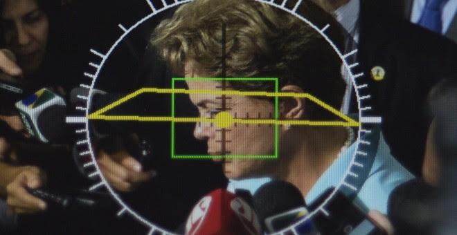La presidenta de Brasil, Dilma Rousseff, vista a través del objetivo de una cámara. - REUTERS