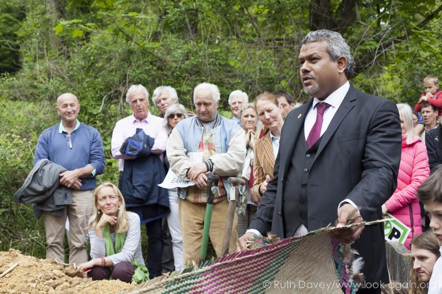 Amb. John Licht of Vanuatu donates funeral mat