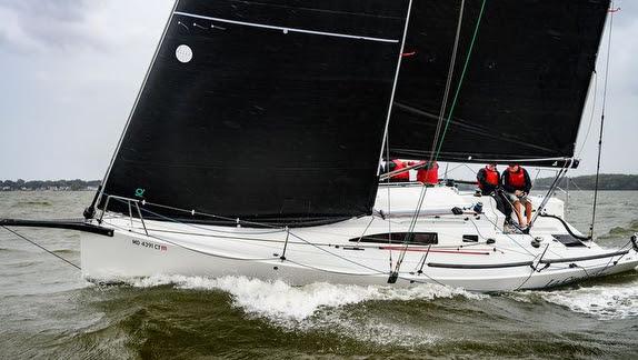 J/99 sailing upwind
