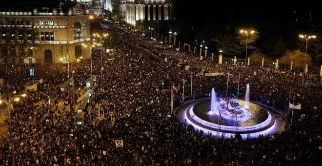 Vista general de la marcha feminista celebrada este viernes en Madrid, con motivo del Día Internacional de la Mujer. EFE/Fernando Villar