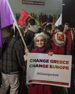 Una mujer durante el mitin de Tsipras de cierre de campaña. - CLEMENTE BERNAD