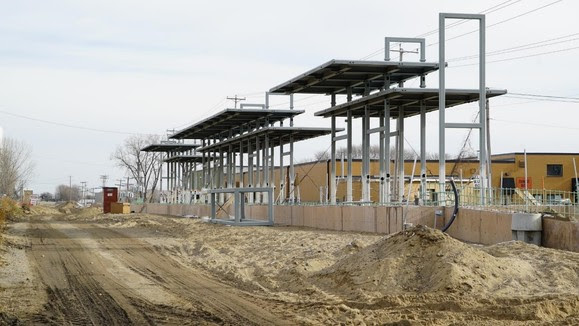 Shady Oak Station: structure and roof elements are advancing.