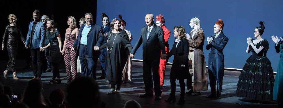 Final Bows after SANDMAN Opening in Düsseldorf (Photograph © Sebastian Hoppe)