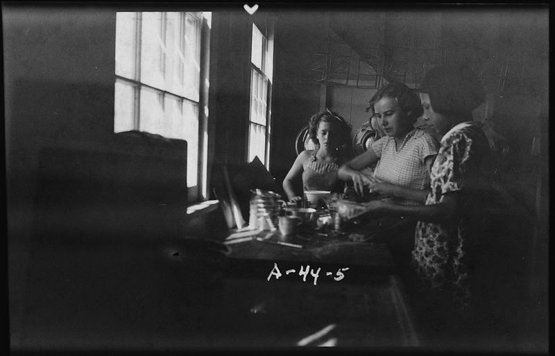 File:Four girls at sink - NARA - 285633.jpg