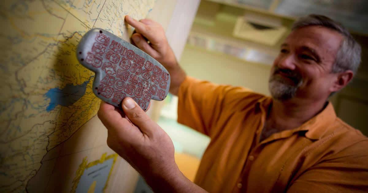 Descubren un colgante de Jade que podría cambiar lo que sabemos sobre los Mayas