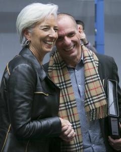 El ministro de Finanzas griego, Yanis arufakis, junto a la directora gerente del FMI, Christine Lagarde. - REUTERS