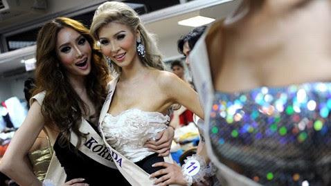 gty jenna talackova tk 120326 wblog Miss Universe Disqualifies Transgender Contestant