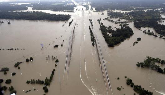 בילד: ויהי אחרי המבול: וואסער שטאפלען אין יוסטאן הייבן אן אראפצוגיין
