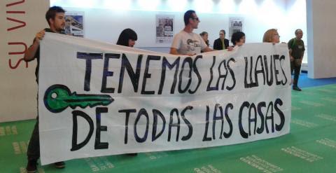 Manifestantes de la PAH protestando contra los deshaucios / A.I