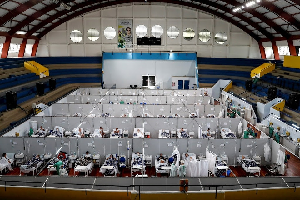 Atención de pacientes con coronavirus en San Pablo, Brasil.