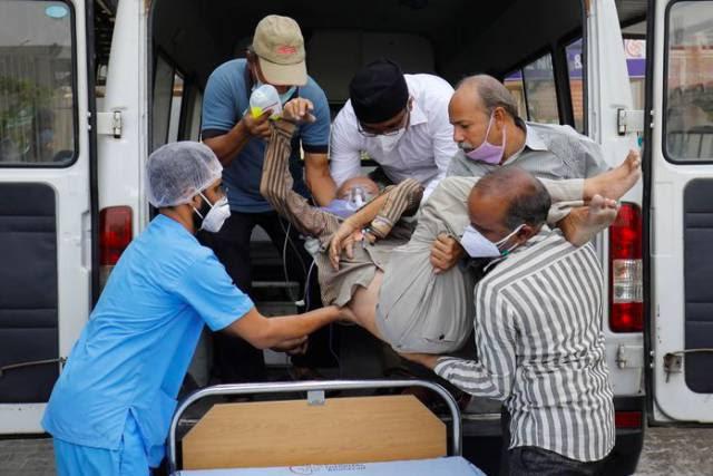 Mundo se mobiliza perante o descontrole da pandemia na Índia