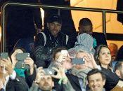 Neymar cuestionó el VAR en el partido contra Manchester United.