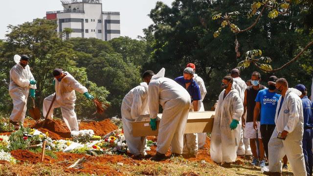 Brasil tem 1.279 mortes por covid-19 nesta segunda; média mantém queda