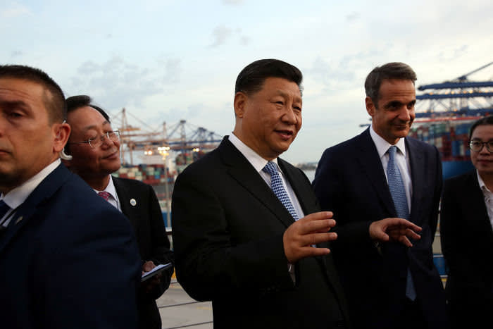 Chinese President Xi Jinping and Greek Prime Minister Kyriakos Mitsotakis visit the container terminal of China Ocean Shipping Company (COSCO), in Piraeus, Greece November 11, 2019. Orestis Panagiotou/Pool via REUTERS - RC249D9ECNG2