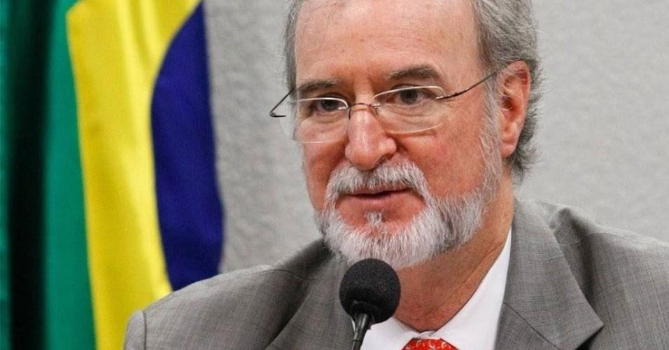 http://imguol.com/2013/12/02/eduardo-azeredo-psdb-ex-senador-e-ex-governador-ligado-ao-mensalao-mineiro-1386013686076_956x500.jpg