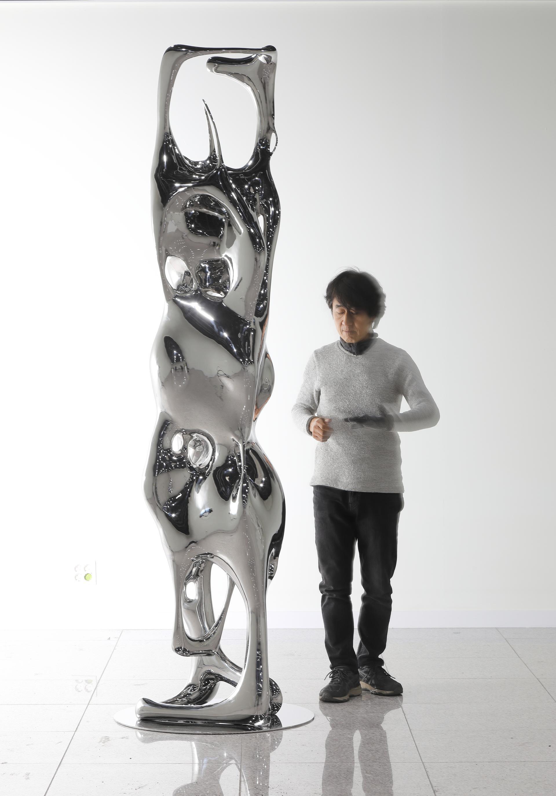 Kim SeungHwan, Organism, 2021, acciaio, 82x25x77 cm
